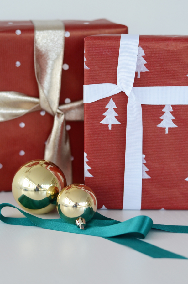how to print Christmas wrapping paper