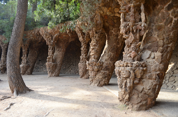 parc_guell_barcelona_overhang