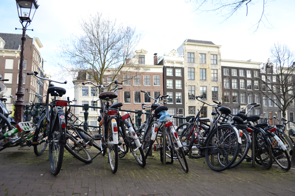 amsterdam_bicycles_canal