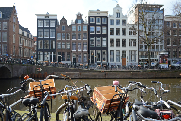 amsterdam_bicycles_canals