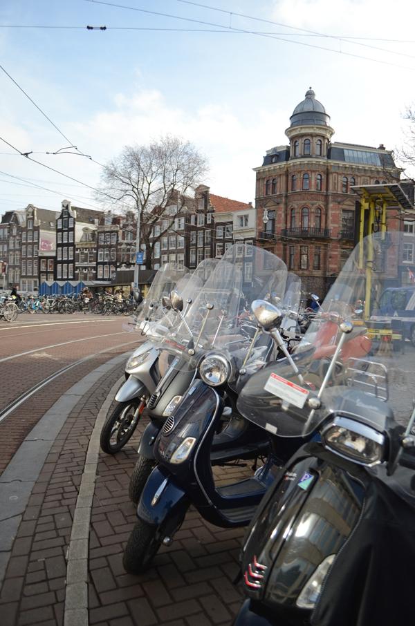 amsterdam_vespas