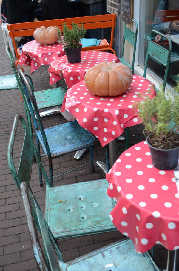 dotty_tables_amsterdam