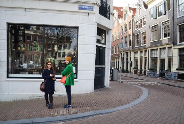 girls_amsterdam_streets