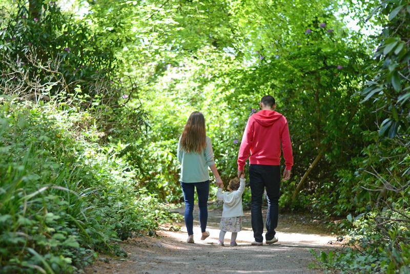 walking-family-photo
