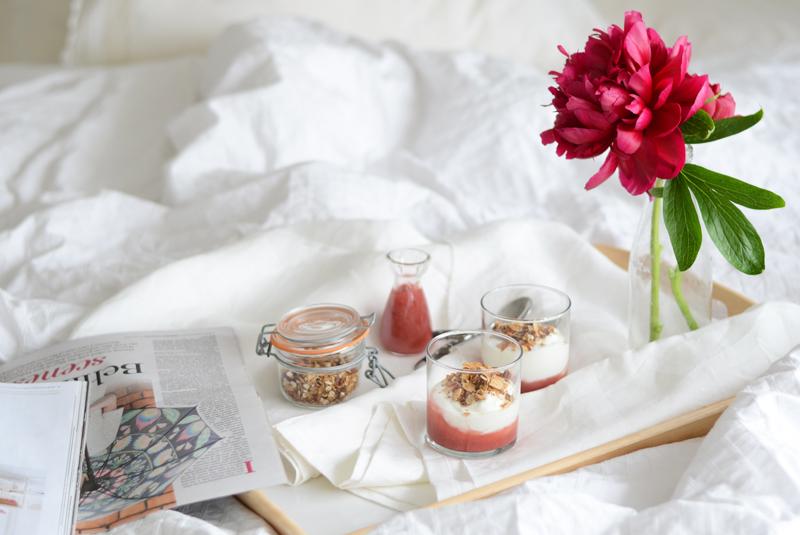 breakfast-in-bed-yogurt-granola