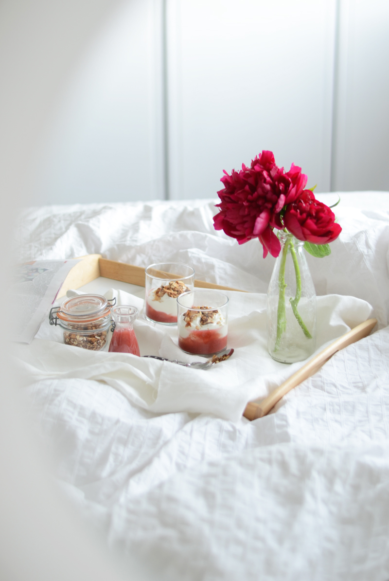 rhubarb-yogurt-breakfast